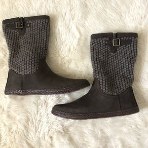 UGG Lyza boots brown new without box